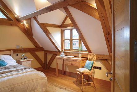 5f.-A-bespoke-oak-timber-frame-can-create-a-cathedral-like-interior-(photo-supplied-by-www.oakwrights.co